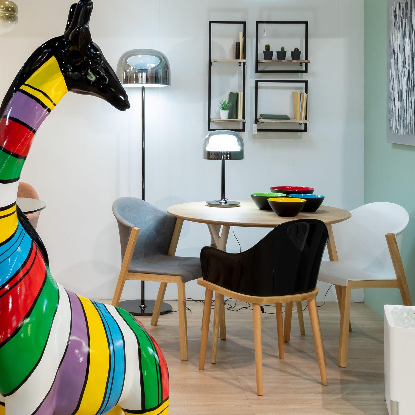 BEKSAND Black | Silla con brazos. Madera de fresno y policarbonato negro (57 x 54 x 82 cm)